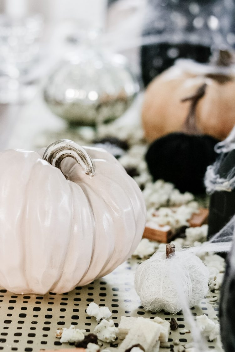 Quick Easy and Affordable Halloween Tablescape