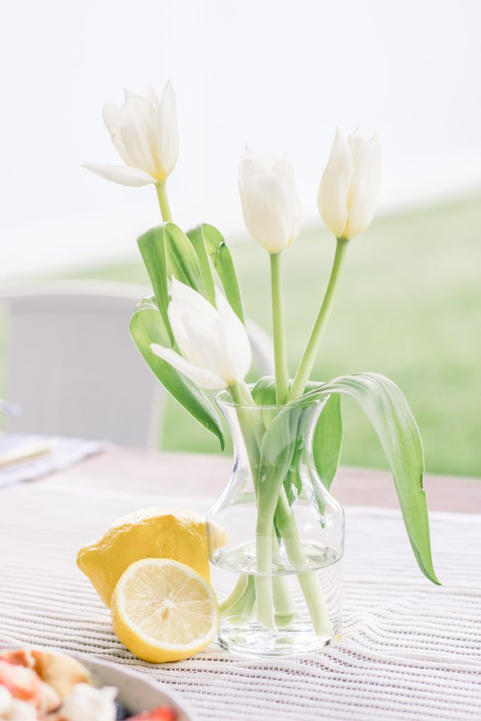white tulips an lemon centerpiece