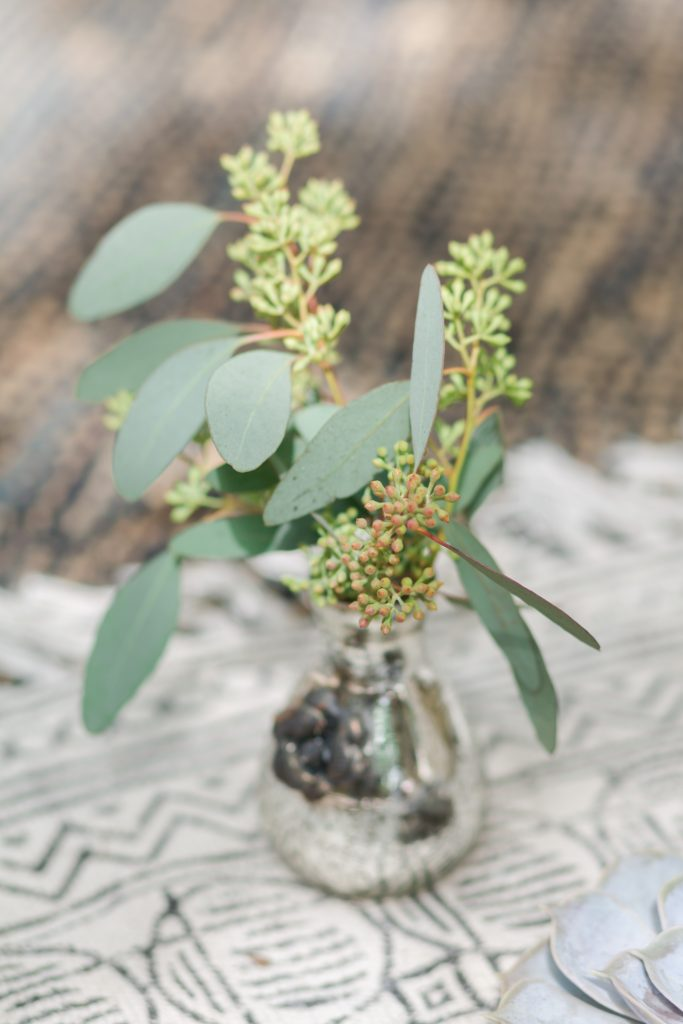 small bud vase centerpiece