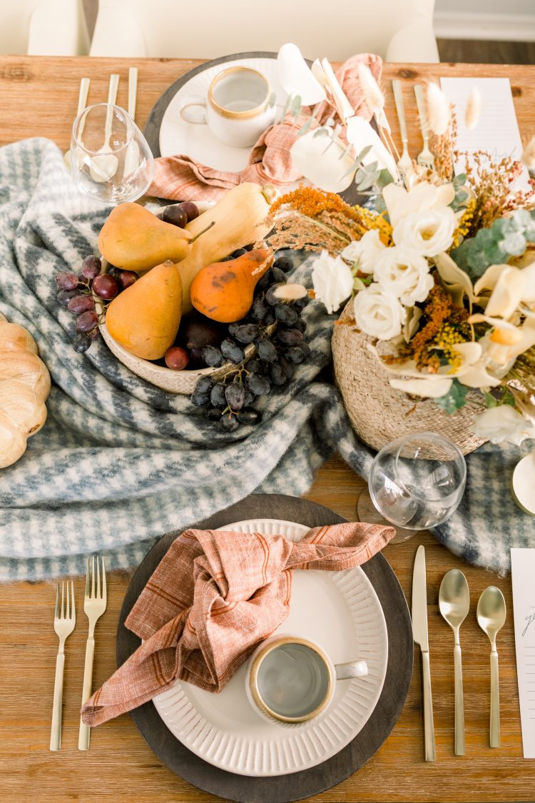 how to set an intimate thanksgiving tablescape