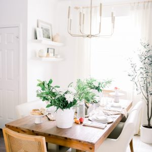summer tablescape on dining room table